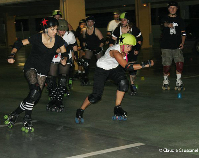 Roller Derby : mini-short, résilles, rouge à lèvres… et baston!