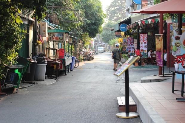 Sunday-Walking-Street (4)