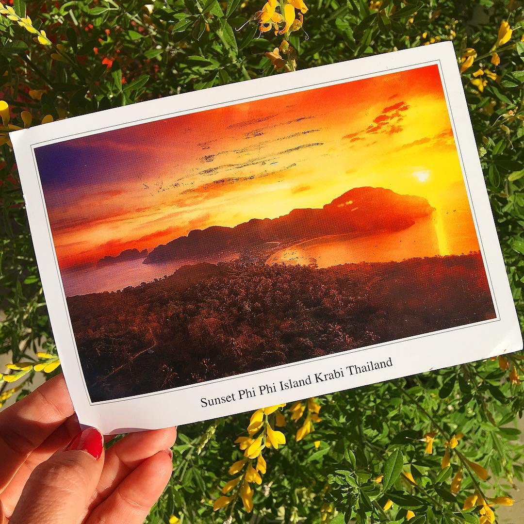 ... quand tu reçois une carte postale 1 mois après ton retour de Thaïlande ?? ... et bin tu chiales ? SAWADIKA!  ______ ? #pintadethailande ➕CityTrip | THAÏLANDE?? ? Articles sur le blog ______ #thailande #thailand #bangkok #kohphiphi #krabi #kohlanta #kohsamui #kohphangan #kohtao #cityguide #cityTrip #travel #blogTravel #TravelBlog #voYage #blogVoyage #frenchBlogger #blogueuse #blog #pintademontpellier #temple #streetfood #food #foodlover #blogfood