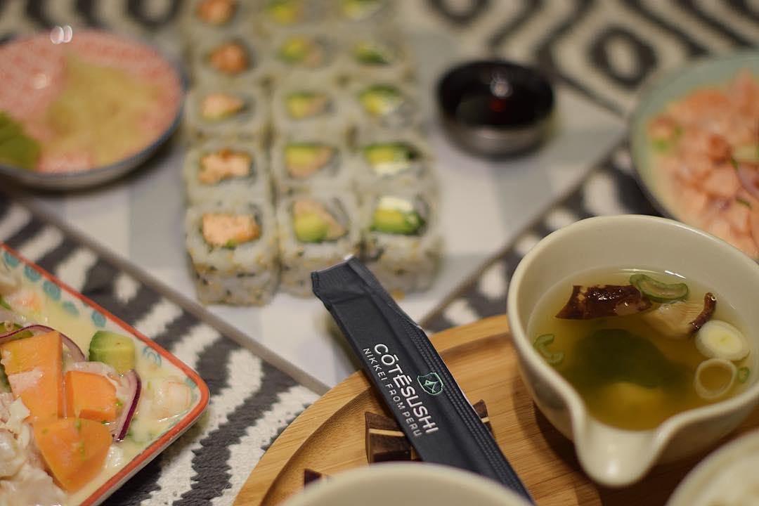 SUSHI TIME ? ce soir je teste @cotesushi_france ?? enfin de bons sushis à Montpellier ... mais pas que! Car ce sont des spécialités japonaises ET péruviennes ?? ?? . . ? -10% avec le code promo : PINTADE10  _____________ #cotesushi #sushi #japanfood #peruvianfood #blogfood #foodblog #pintademontpellier #montpellier #instafood #foodlover #soup #miso #ceviche #maki #california #nikkei #nikkeifromperu #cotesushimontpellier #nikkeifood #codepromo