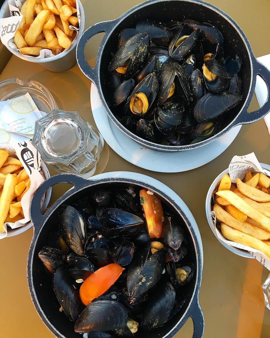 Soirée MOULES FRITES entre moules ???chez @leon_de_bruxelles_officiel . ➕ LÉON DE BRUXELLES • restaurant . ?Montpellier (34)?? __________________ #moules #leondebruxelles #frites #food #foodporn #foodblogger #bloggerfood #blogfood #montpellier #pintademontpellier #mouleparty #moulesfrites #fritesfraiches #takeaway #restaurant #montpellier #fooding #frenchfood #foodlover #cooking #blog #blogueuse #foodblog