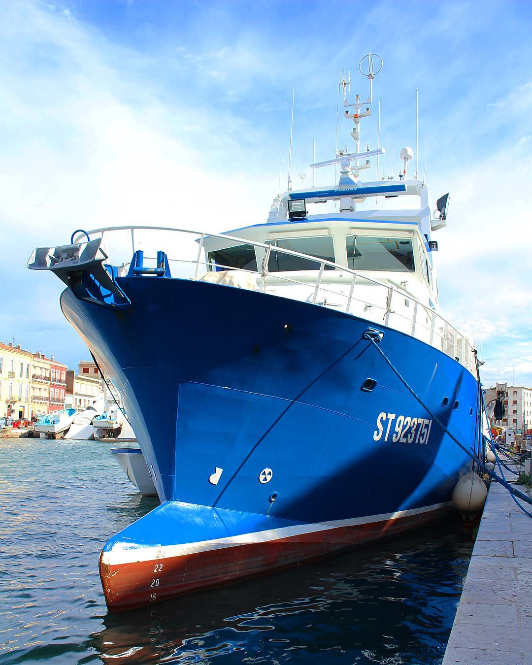 The Love Boat dans le Port de Sète ⚓️?? . . ? SÈTE (34)?? ? #pintadesete  ______ #cityguide #southOfFrance #SudDeFrance #cityTrip #frenchBlogger #blogueuse #blog #blogueusedusud #pintademontpellier #sete #montpellier #citytripsete #joutes #villedesete #villedesète
