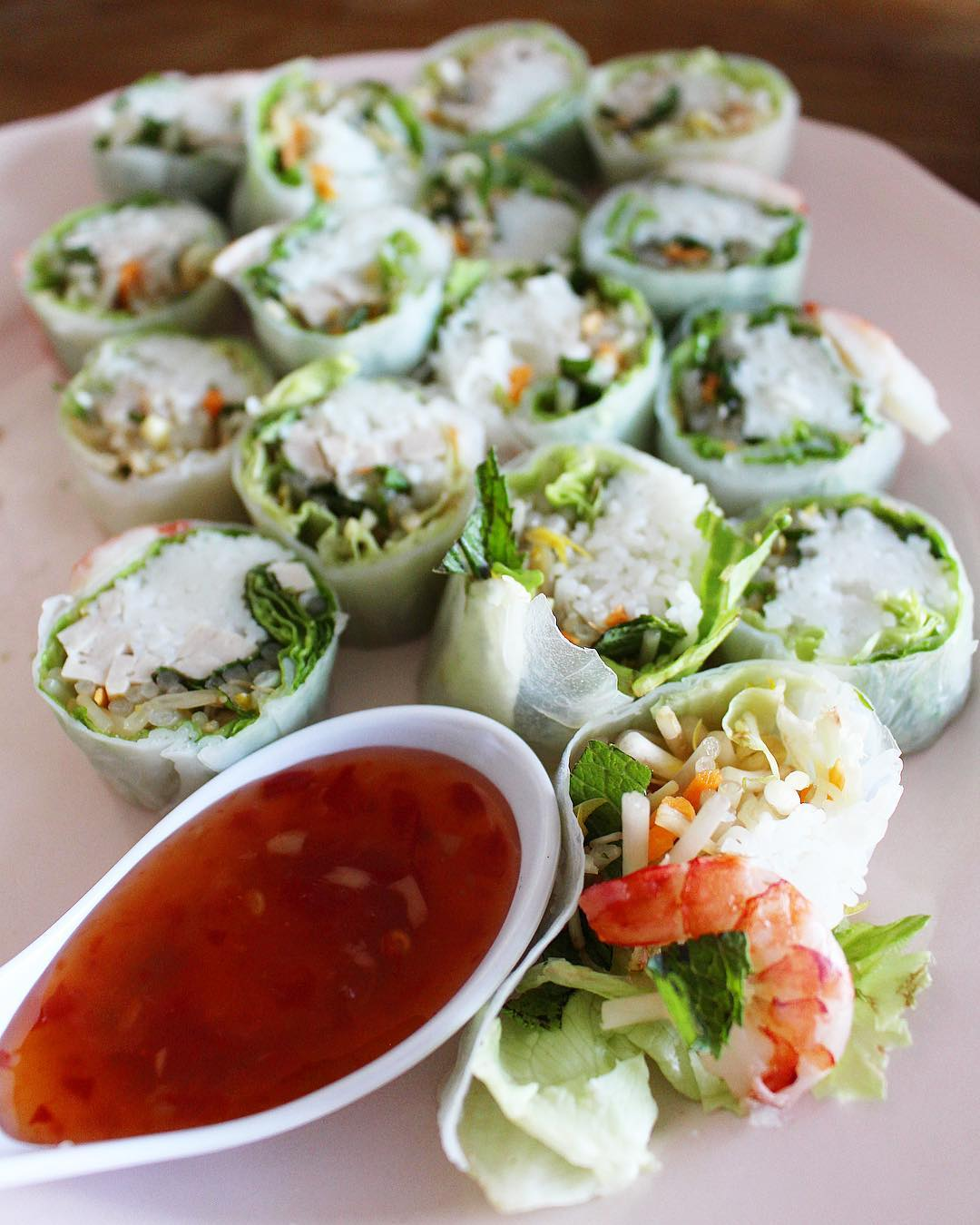 Home made with Love ❤️?? .  ______________ #springrolls #shrimps #rouleaudeprintemps #asianfood  #food #blogfood #foodlover #montpellier #pintademontpellier