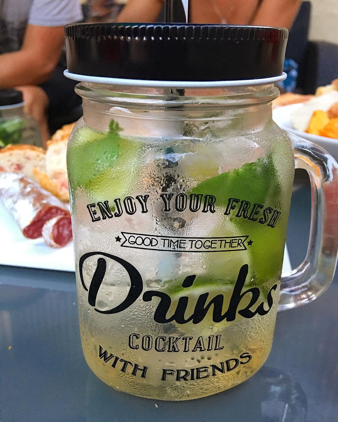 DRINKS COCKTAILS WITH FRIENDS ????? Fête du Mojito  _________________ #mojito #fetedumojito #fetedumojitomontpellier #beziers #pintademontpellier #montpellier #friends #cocktails #mixologie
