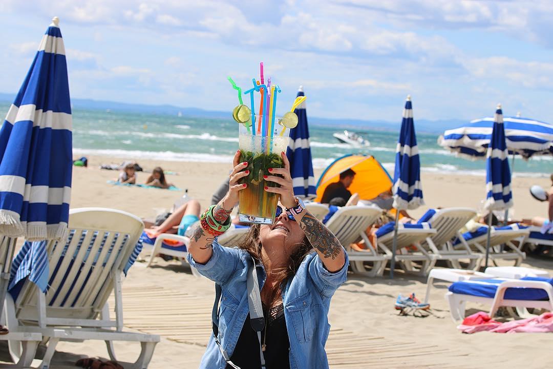 C'est la FETE DU MOJITO ! ???? Les 23, 24 et 25 juin c'est la fête nationale du Mojito ➕ Fête nationale du MOJITO ?? . ________________  #mojito #fetedumojito #fetedumojitomontpellier #plagelespiedsnus #espiguette #pintademontpellier #pintadecamargue #montpellier © @lesenviesdegeorgette