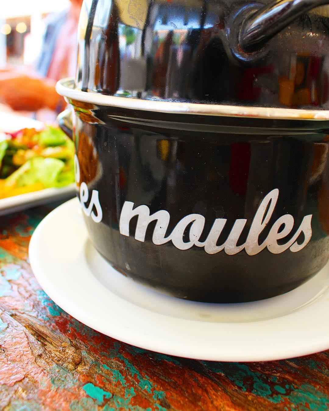 Journée touristes entre moules ❤️ . ➕Moules et compagnie • restaurant . ?MARSEILLAN Plage (34)?? . ________________ #restaurant #marseillan #marseillanplage #food #blogfood #foodlover  #pintademontpellier #montpellier #moulesetcompagnie #moulesfrites
