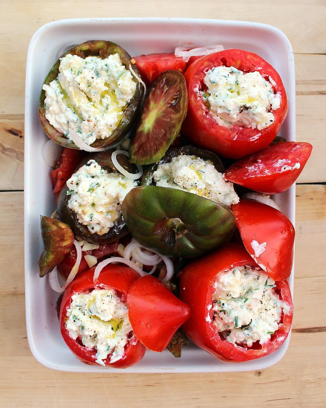 ... et BAM ? Même toi tu peux faire ça ??Tomates mozza, ricotta et ciboulette ?❤️... la recette sur le blog! ➕ POTAGER CITY • livraison légumes et fruits extra-frais . ??? Article sur le blog (lien direct dans ma bio)  ______________ #potagercity #livraison #fruits #legumes #panier #healthy #healthyfood #food #blogfood #foodblog #foodblogger #pintademontpellier #montpellier #circuitcourt #blogfood #food #foodporn #foodblogger #foodphotograpy