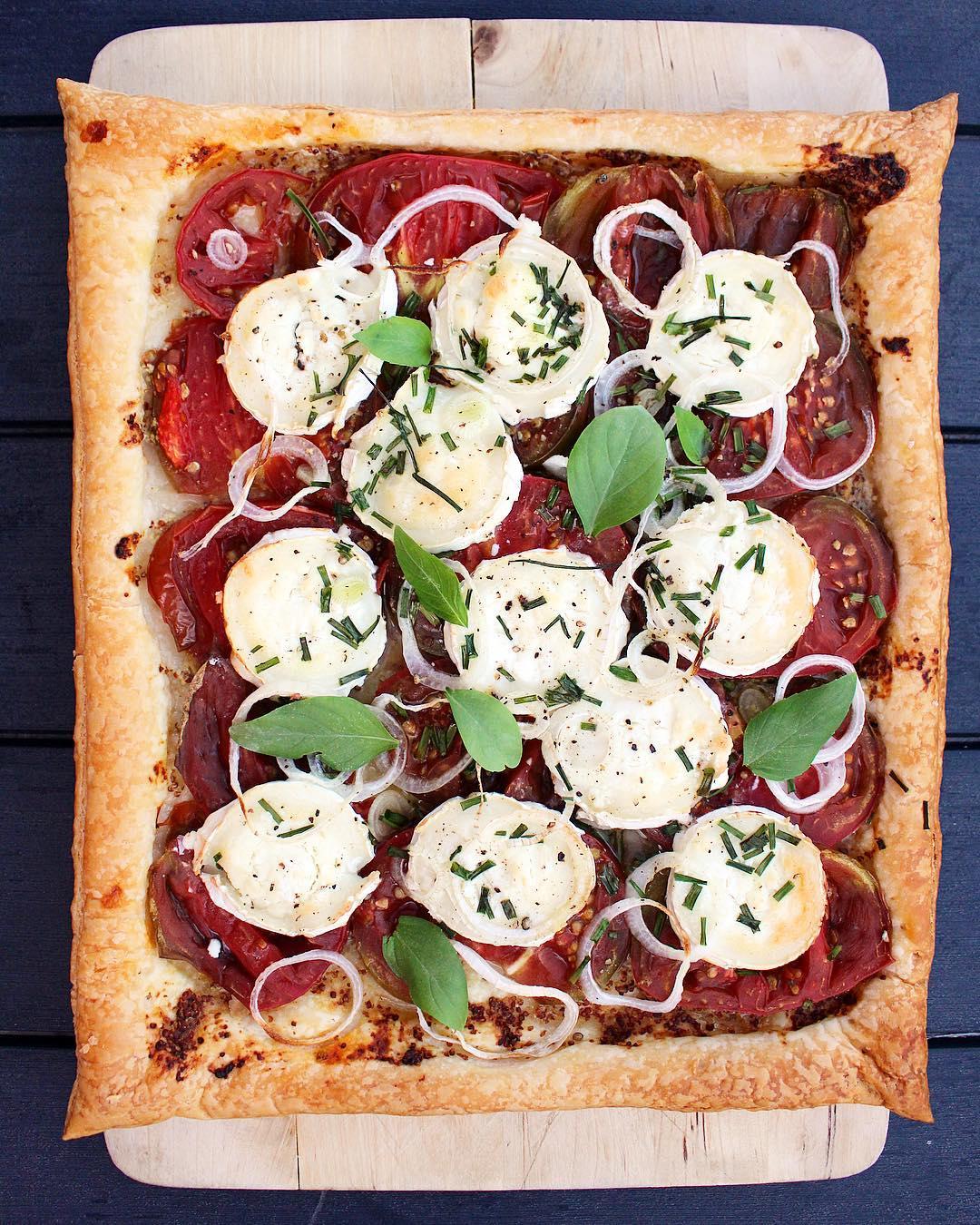 J'ai fait une Tarte à la tomate ? chèvre et basilic ?... la recette sur le blog . . ➕ POTAGER CITY • livraison légumes et fruits extra-frais . ??? Article sur le blog (lien direct dans ma bio)  ______________ #potagercity #livraison #fruits #legumes #panier #healthy #healthyfood #food #blogfood #foodblog #foodblogger #pintademontpellier #montpellier #circuitcourt #blogfood #food #foodporn #foodblogger #foodphotograpy