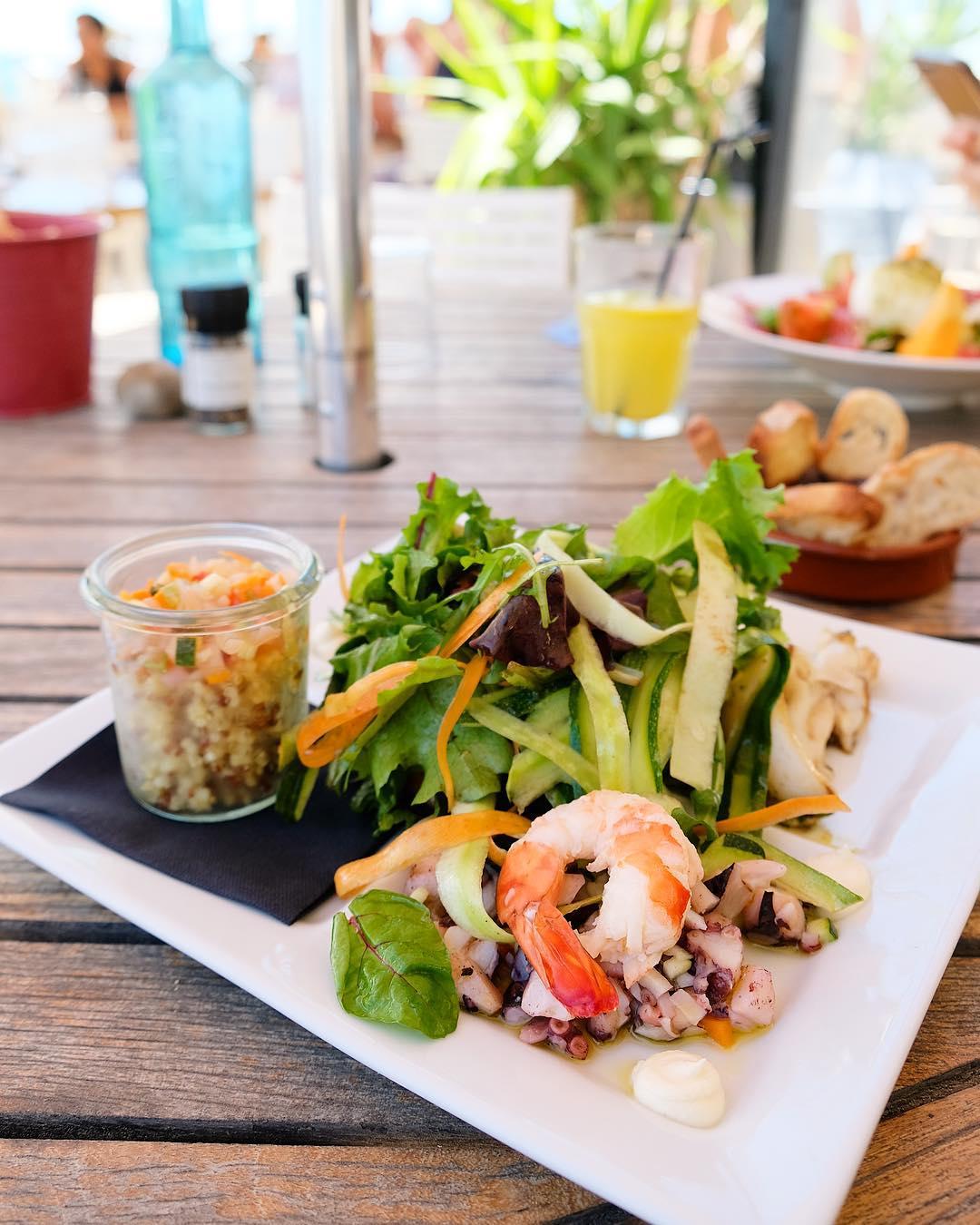 〰 L U N C H 〰  Salade Oceane ? ?? Petite reprise sans perdre les bonnes habitudes en n'oubliant pas le chemin de la plage pour le déjeuner... bin oui faut pas pousser... T R A N Q U I L L E ! . . ➕ LE J • restaurant de Plage à l'année . ? Carnon (34)?? ??? Bientôt Article sur le blog  _______________  #lejcarnon #restaurant #food #foodlover #blogfood #foodporn #foodstagram #gastronomy #cooking #foodphotography #montpellier #carnon #pintademontpellier #seiche #beachlife