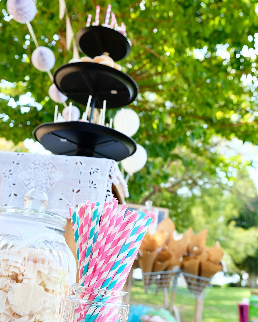JUST MARRIED ❤️ Jour de Mariage ????? . . ➕ Vanille ou Chocolat • cake design & event . ? Domaine des Moures • Villeneuve les Maguelone(34)?? _________________ #vanilleouchocolat #vanilleouchocolat_montpellier #justmarried #domainedesmoures #villeneuvelesmaguelone #visitvlm #blogfood #blogmariage #montpellier #pintademontpellier #travel #travelblog