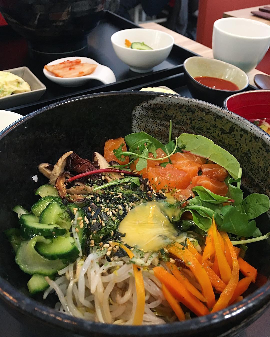 Dej' entre cOpines chez UMAMI ✌? BIBIMBAP forever ❤️ . . ➕ UMAMI • restaurant . ? Montpellier • rue Jean Jacques Rousseau . ______________  #umami #food #foodporn #foodlover #foodphotograpy #asianfood #coreanfood #bibimbap #montpellier #pintademontpellier #blogfood #foodblog #foodblogger #umamimtp #umamimontpellier