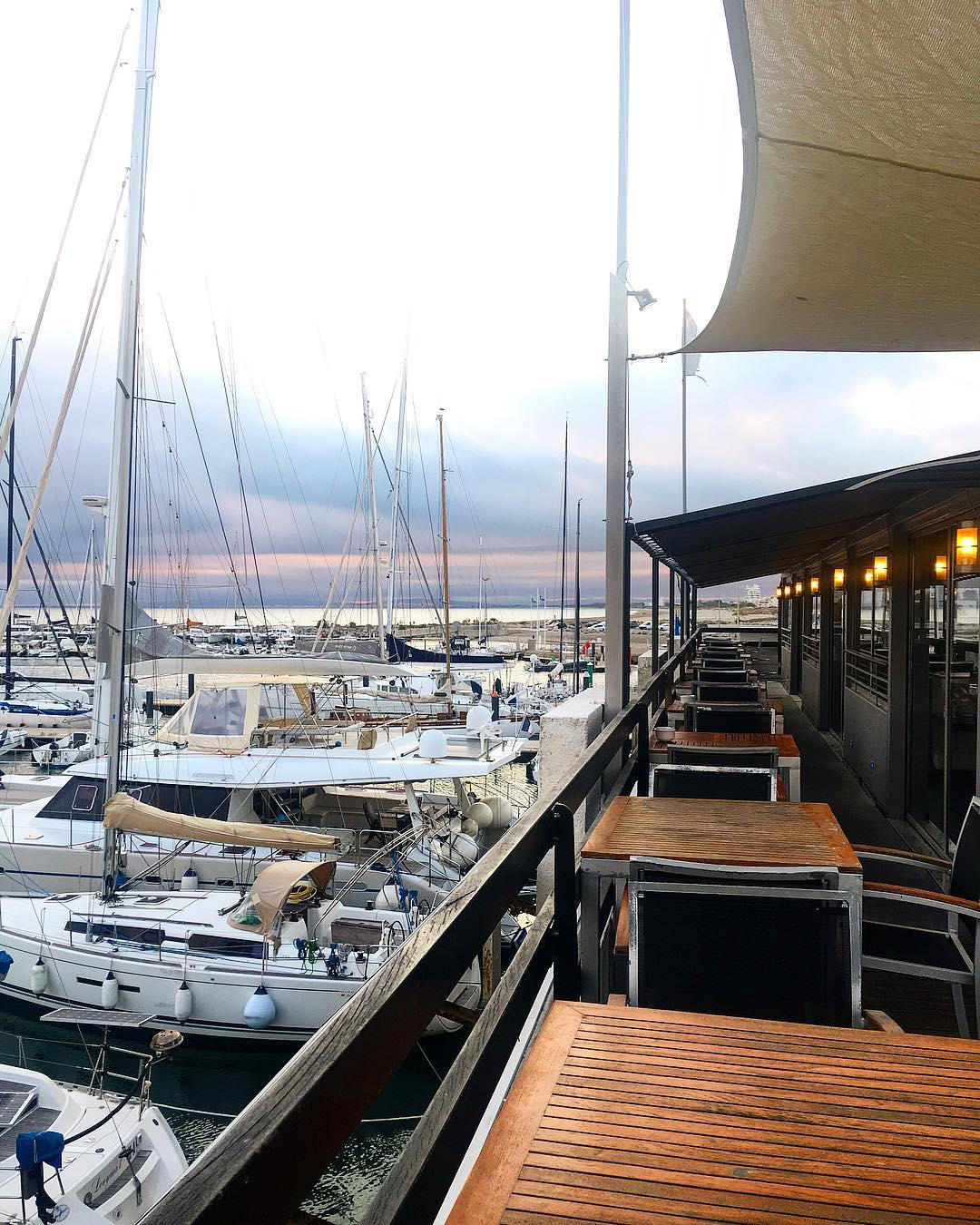 LOVE BOAT ?⚓️ Je ne me lasse pas de cette vue @restaurantleyachtclub . ➕YACHT CLUB • restaurant . ?La Grande Motte (34)?? .  _________________ #yachtclub #restaurantleyachtclub #labrigadeduyachtclub #yachtclublagrandemotte #food #foodlover #lgm #lagrandemotte  #restaurant #montpellier #pintademontpellier #yacht #foodblogger #blogfood #sunset #sunrise