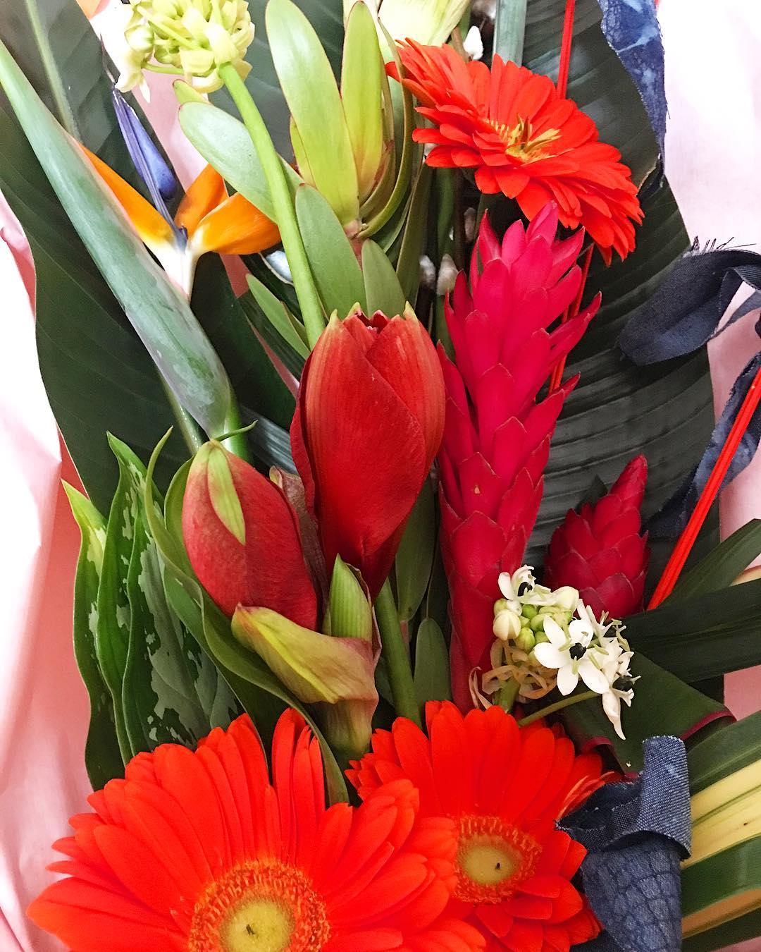 Quand tu as le plus merveilleux et attentionné des «amis» ❤️????? ... le bouquet est quasiment aussi grand que moi ?? Merci mon canard ? ? . . . ➕ DE FIL EN FLEUR • Maître Artisan ? St Mathieu de Treviers  ______________ #bouquet #Fleurs #flower #flowerpower #ditesleavecdesfleurs #love #friends #defilendleur #maitreartisant #montpellier #pintademontpellier #flowerpower