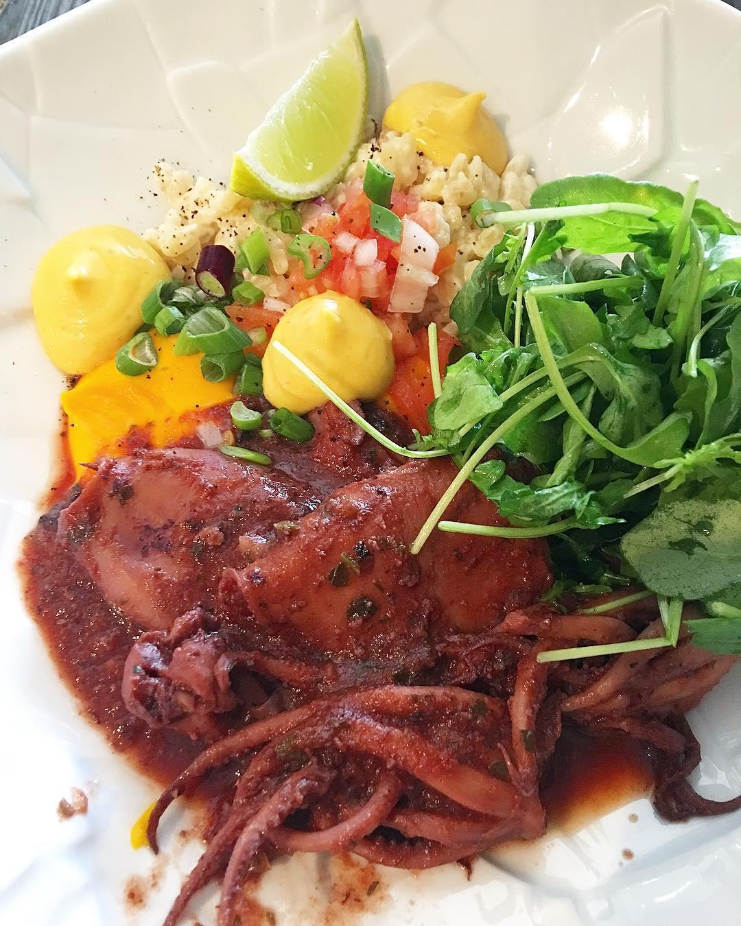 Encornets à la Sétoise ? . Un petit tour à Port Ariane chez Romain Salamone au @restaurant_sensation . . ➕ SENSATION bistronomik • restaurant . ? Lattes (34)?? . ________________ #sensation #sensationrestaurant #bistronomie #gastronomie #restaurant #food #foodlover #blogfood #bloggerfood #foodporn #lattes #portariane #montpellier #pintademontpellier #chefdoc