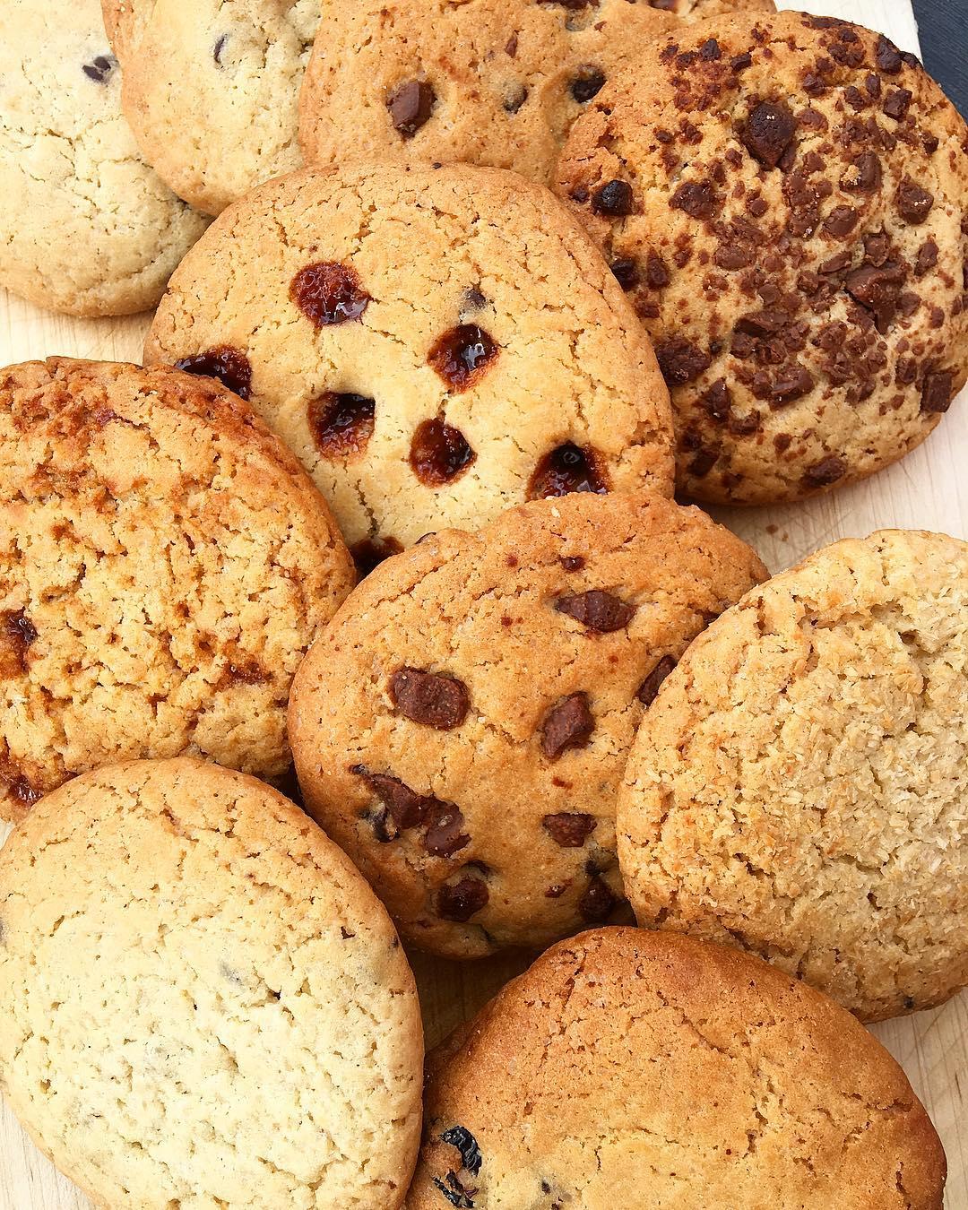 Aujourd'hui j'ai reçu le plus génial de tous les colis ? !!! . .  Des COOKIES ? plus gros que la main à tous les parfums ?? Merci d'entrenir mon gras ! #legrascestlavie . . ➕ CHEZ WOOKIEE • cookies faits maison . ?Montpellier (34)?? . . ___________ #chezwookiee #cookies #faitmaison #homemade #food #foodlover #foodporn #foodstagram #blogfood #bloggerfood #foodblogger #montpellier #pintademontpellier