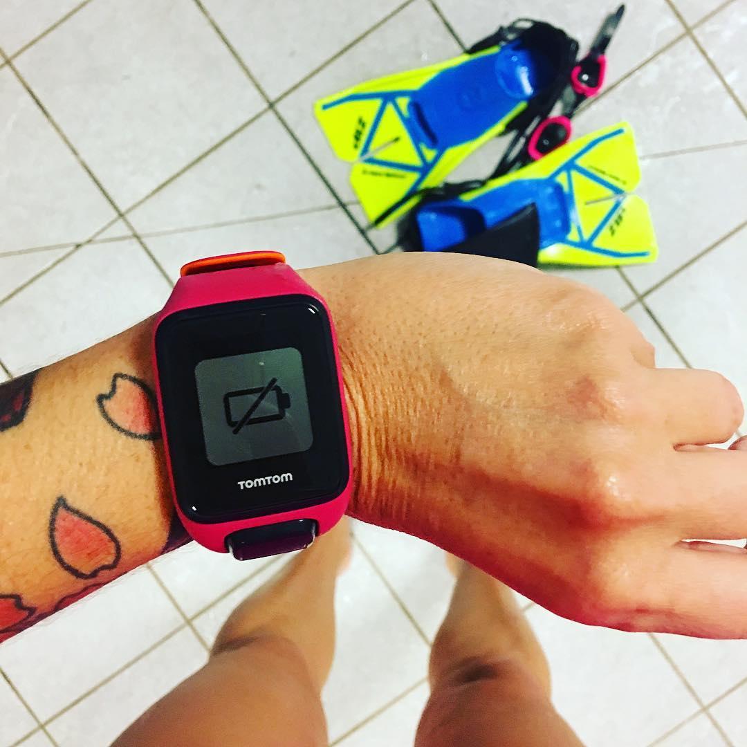 Quand tu finis tes longueurs et que tu te rends compte que ta montre est une feignasse ??♀️ . . ? 2km en 1h ??♀️ (80 x 25m) . Tu peux tout suivre sur :  #PintadeSport & #NoPainNoSaucisson  __________________ #tbc #sport #blogsport #pintademontpellier #fitness #workout #swimming #natation #piscine #antigone #MonChallengeSante #ChallengeSante #teambouboule #BefitBeKind  #dubndiducrewmtp #dubndiducrewmontpellier #dubndiducrew #RFCmarseille #pintadesport #happyfeet