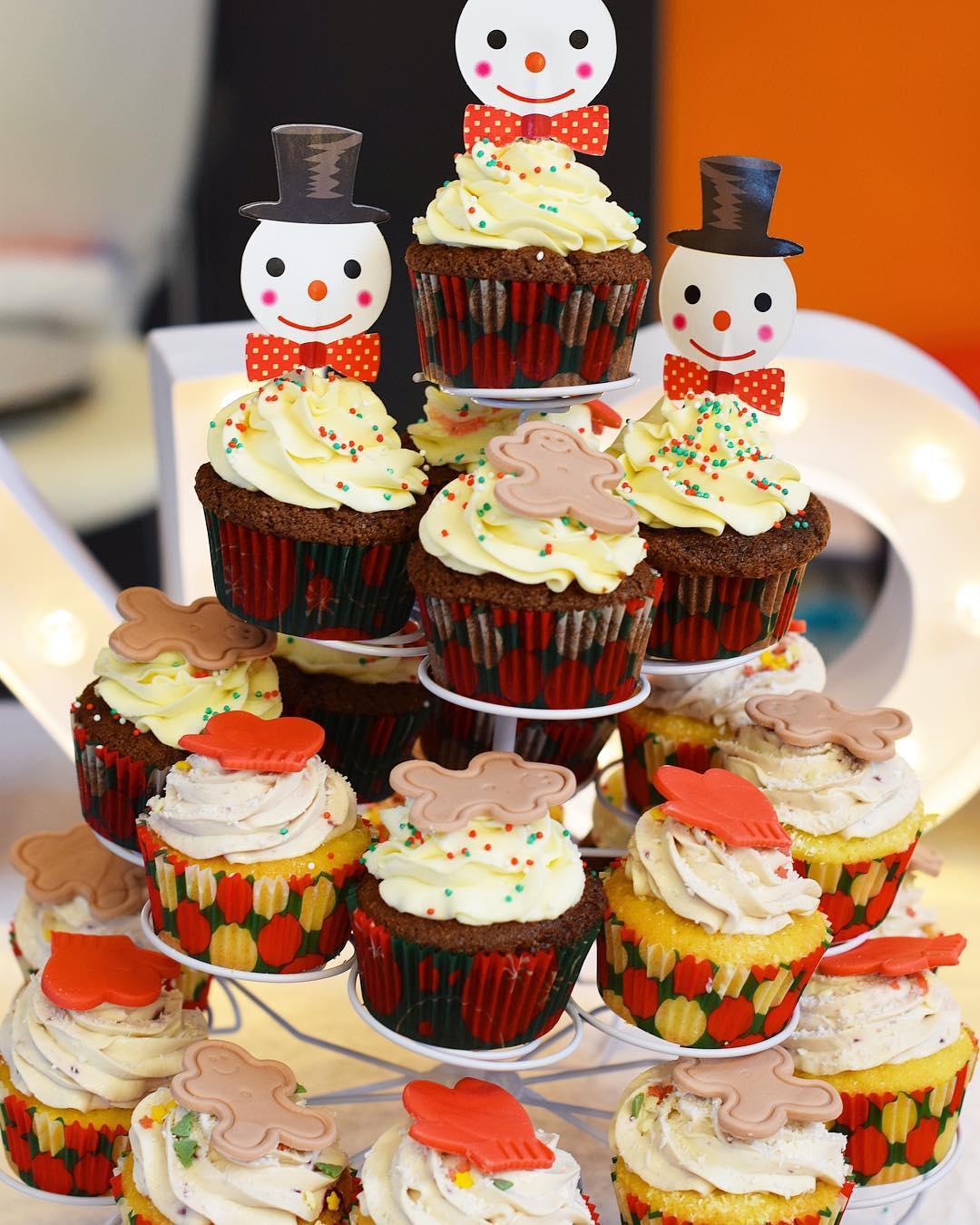 Quand ta cOpine est un génie de la pâtisserie... Bin tu dis adieu bikini ! Merci Mary @vanilleouchocolat_montpellier ❤️ #teambouboule . ➕ Vanille ou Chocolat • pâtisserie . ? Montpellier (34)?? . _________________ #vanilleouchocolat #vanilleouchocolat_montpellier #montpellier #patisserie #cupcakes #food #foodporn #foodlover #fooding #foodblogger #blogfood #pintademontpellier