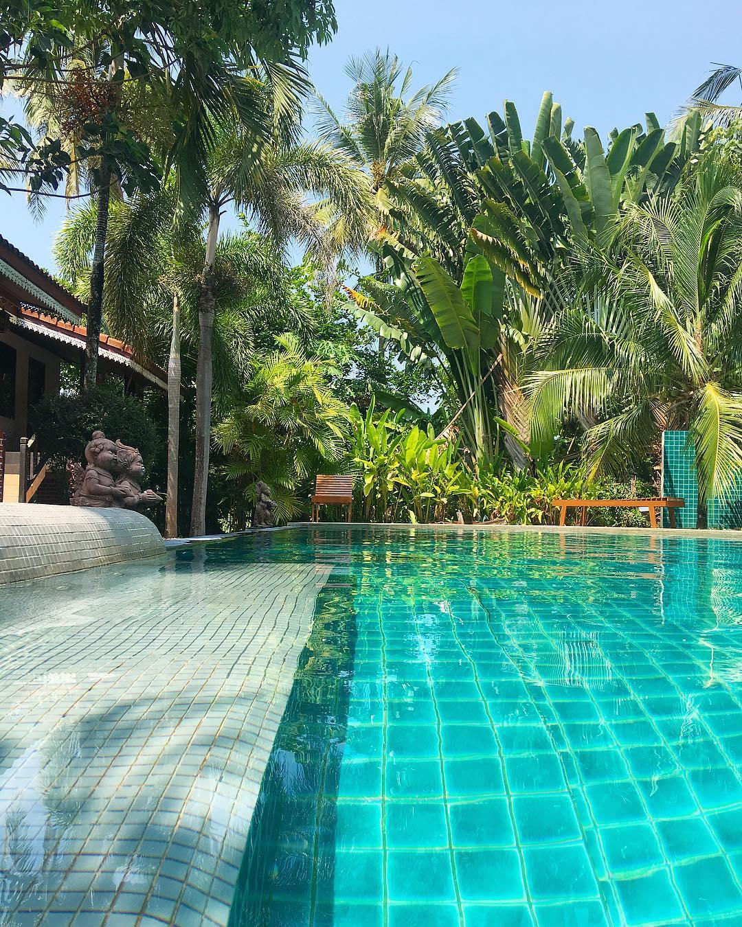 On est bien chez soi !! ?? ... avant le retour pour Bangkok... et pour la France  ______ ➕ l  Sangsawan Palace . ? | Khao Lak • Côte Ouest Thaïlande . ? | #PintadeThailande ? | Thaïlande Nord & Côte Ouest ??? ______ #thailande #thailand #bangkok #kohphiphi#kohlanta #kohsamui #kohphangan #kohtao #khaolak #chiangmai #cityguide #cityTrip #travel #blogTravel #TravelBlog #bloggervoyage #voYage #blogVoyage #frenchBlogger #blogueuse #blog #montpellier #pintademontpellier #food #foodlover