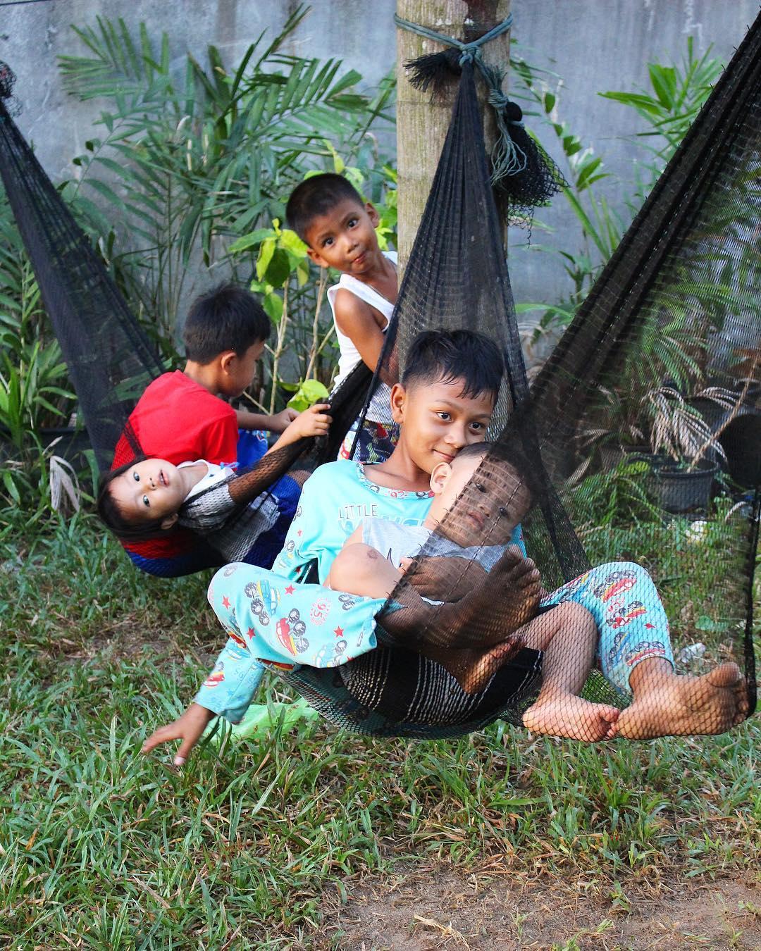 Sourires, balançoires et Filets de pêche ... . . ⛴______ ➕ l  Les îles SURIN . ? | Khao Lak • Côte Ouest Thaïlande . ? | #PintadeThailande ? | Thaïlande Nord & Côte Ouest ??? ______ #thailande #thailand #bangkok #kohphiphi#kohlanta #kohsamui #kohphangan #kohtao #khaolak #chiangmai #cityguide #cityTrip #travel #blogTravel #TravelBlog #bloggervoyage #voYage #blogVoyage #frenchBlogger #blogueuse #blog #montpellier #pintademontpellier #food #foodlover