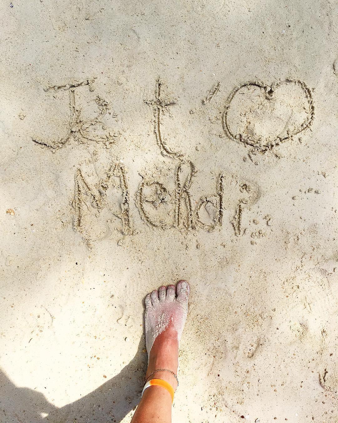 JE T'AIME MON AMOUR ??? Même à l'autre bout du monde... et oui je pense à toi !! #superCanard .  ______ ➕ l  Les îles SURIN . ? | Khao Lak • Côte Ouest Thaïlande . ? | #PintadeThailande ? | Thaïlande Nord & Côte Ouest ??? ______ #thailande #thailand #bangkok #kohphiphi #kohlanta #kohsamui #kohphangan #kohtao #khaolak #chiangmai #cityguide #cityTrip #travel #blogTravel #TravelBlog #bloggervoyage #voYage #blogVoyage #frenchBlogger #blogueuse #blog #montpellier #pintademontpellier #food #foodlover